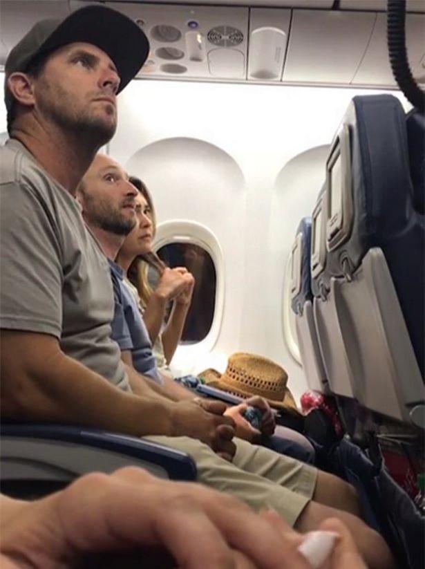 Scandal mới của hàng không Mỹ: Đòi cả chỗ ngồi của trẻ em - Ảnh 1.