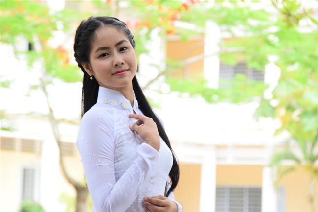 top-10-hoa-hau-viet-nam--vo-hong-ngoc-hue-lo-clip-nong-voi-ban-trai-blogtamsuvn01