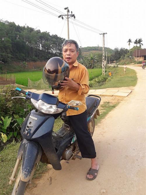 chuyen that nhu dua: chong di xe may roi mat vo giua duong khong biet - 1