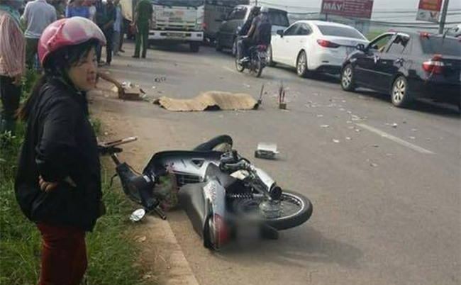 Hà Nội: Ngã ra đường, cô gái trẻ bị xe tải cán tử vong