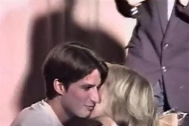 Bà Brigitte Trogneux: Từ mối tình cô trò thời trung học trở thành tân Đệ nhất phu nhân nước Pháp - Ảnh 1.