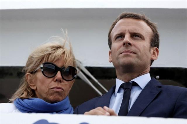 Bà Brigitte Trogneux: Từ mối tình cô trò thời trung học trở thành tân Đệ nhất phu nhân nước Pháp - Ảnh 3.