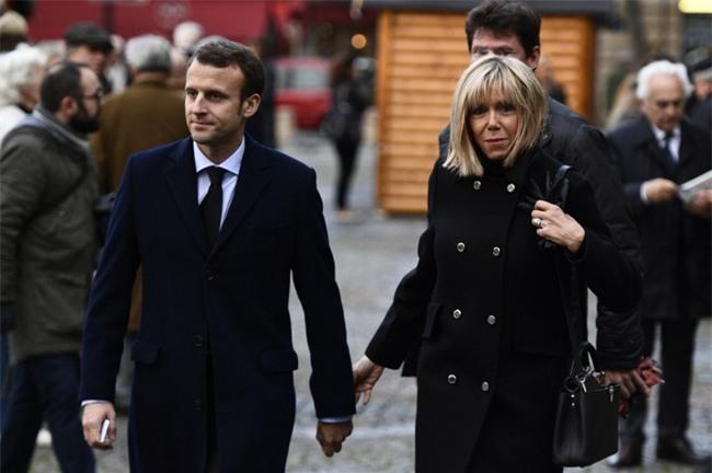 Bà Brigitte Trogneux: Từ mối tình cô trò thời trung học trở thành tân Đệ nhất phu nhân nước Pháp - Ảnh 4.