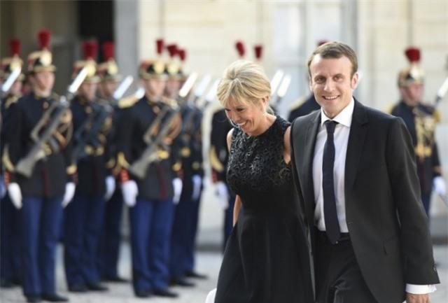 Bà Brigitte Trogneux: Từ mối tình cô trò thời trung học trở thành tân Đệ nhất phu nhân nước Pháp - Ảnh 7.