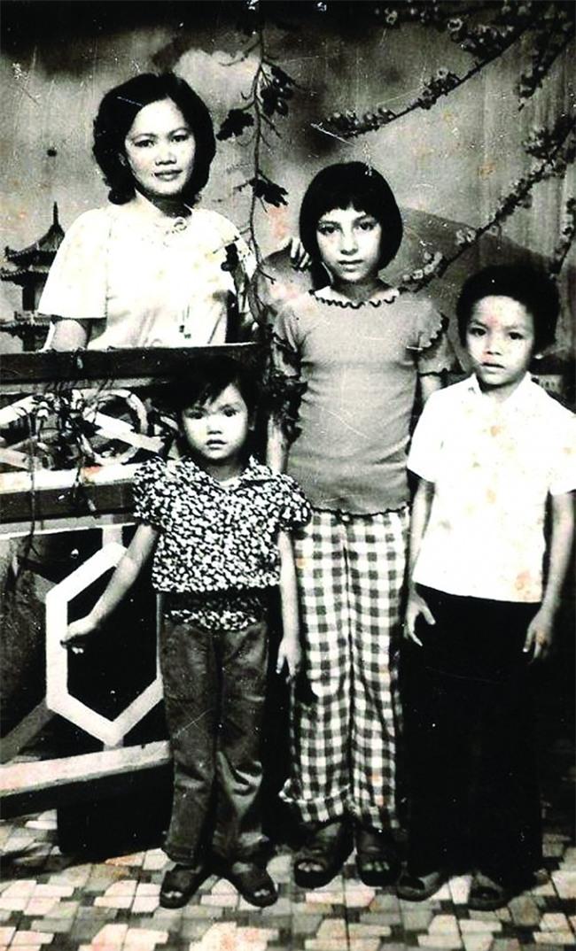 Phi Nhung: Không lấy chồng, cực nhọc mua nhà cho 5 con riêng của mẹ và chăm sóc 17 con nuôi - Ảnh 1.