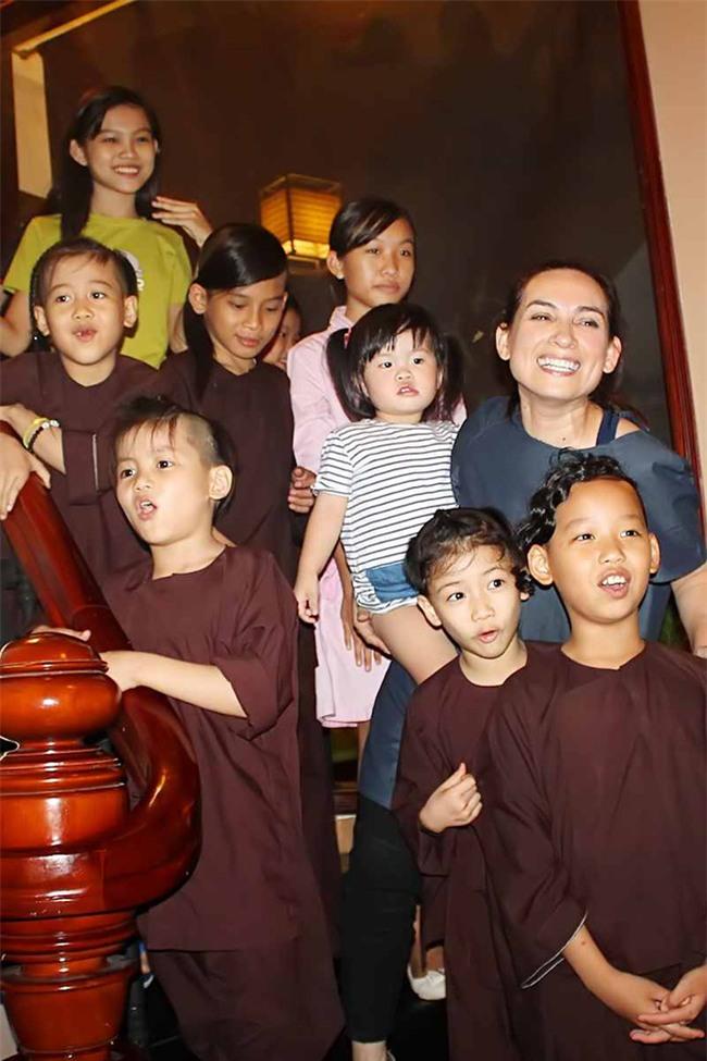 Phi Nhung: Không lấy chồng, cực nhọc mua nhà cho 5 con riêng của mẹ và chăm sóc 17 con nuôi - Ảnh 4.