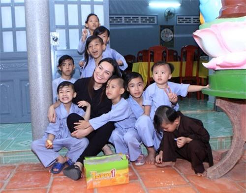 Phi Nhung: Không lấy chồng, cực nhọc mua nhà cho 5 con riêng của mẹ và chăm sóc 17 con nuôi - Ảnh 5.