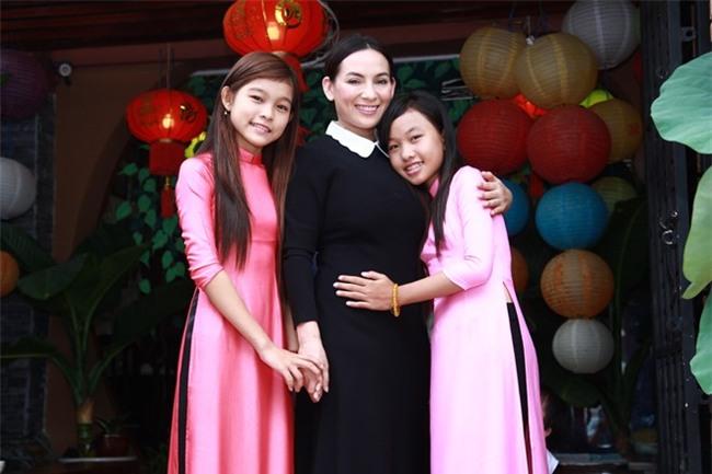 Phi Nhung: Không lấy chồng, cực nhọc mua nhà cho 5 con riêng của mẹ và chăm sóc 17 con nuôi - Ảnh 6.