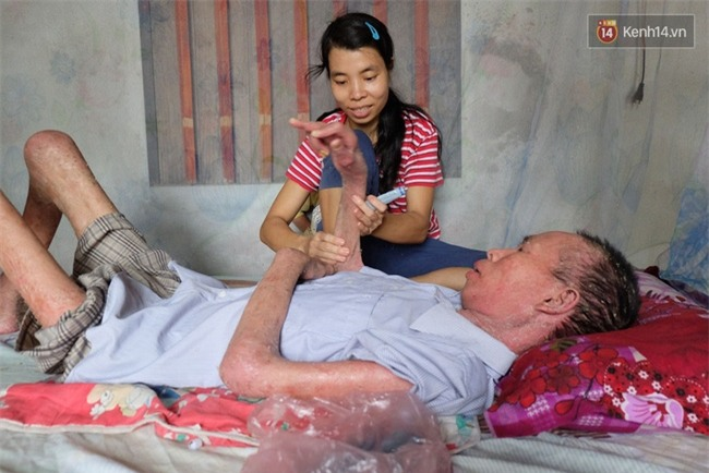 Cuộc sống khốn khó của người chồng liệt giường suốt 2 năm, từng muốn chết để vợ con bớt khổ - Ảnh 2.
