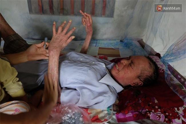 Cuộc sống khốn khó của người chồng liệt giường suốt 2 năm, từng muốn chết để vợ con bớt khổ - Ảnh 9.