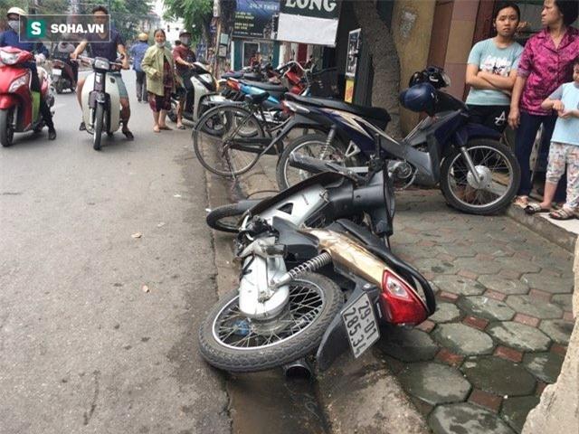 Hà Nội: Văng sang làn đường ngược chiều sau va chạm, nam thanh niên bị xe buýt cán tử vong - Ảnh 2.