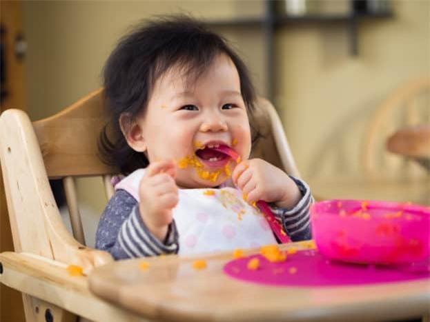 5 quan niệm sai lầm mà các mẹ hay mắc phải khi cho con tập ăn dặm - Ảnh 1.