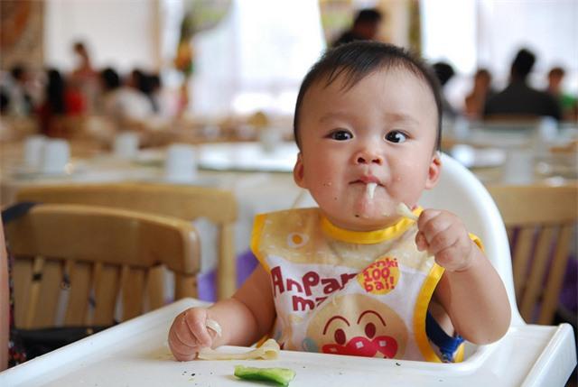 5 quan niệm sai lầm mà các mẹ hay mắc phải khi cho con tập ăn dặm-3
