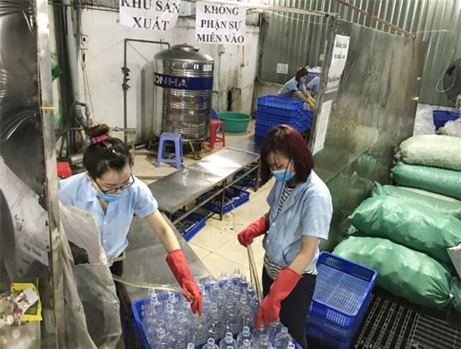 Hàng triệu mẹ nhầm lẫn khi sử dụng nước muối sinh lý - Ảnh 2.