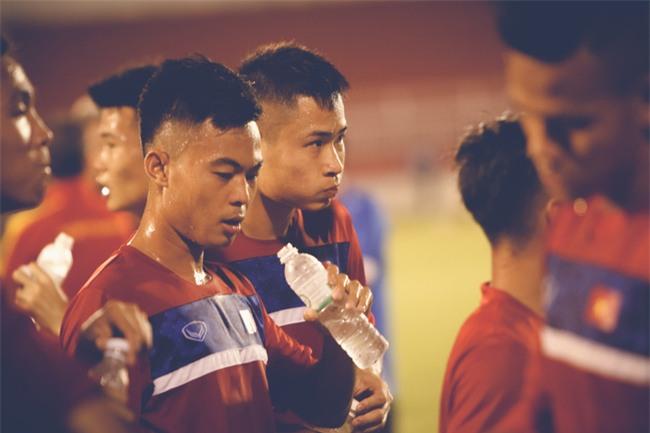 Vỡ mộng World Cup, thần đồng của bầu Đức buồn não nề trong buổi tập của U20 Việt Nam - Ảnh 9.