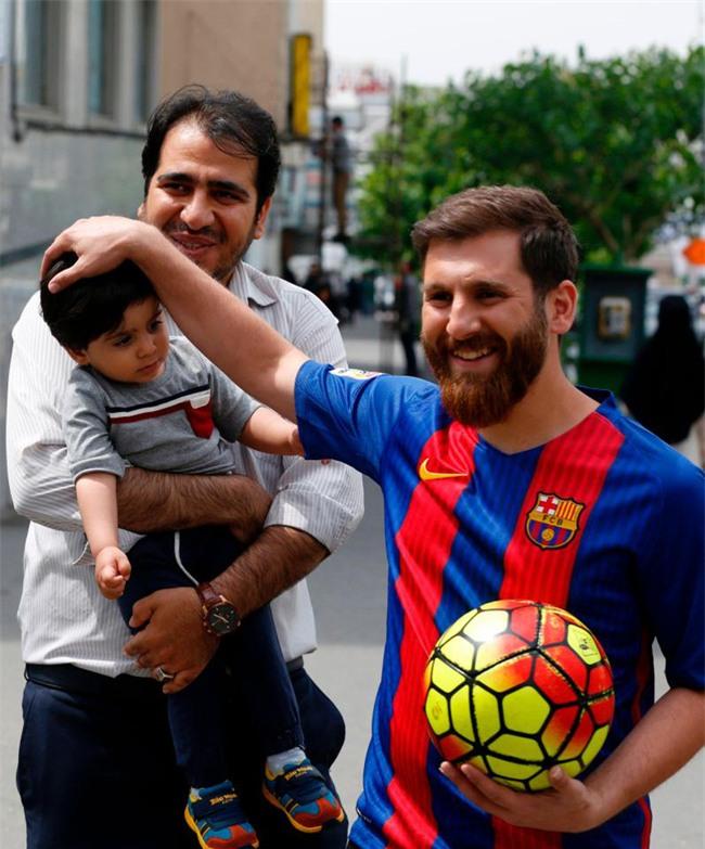 Sinh viên người Iran bị cảnh sát bắt giữ vì quá giống Messi - Ảnh 4.