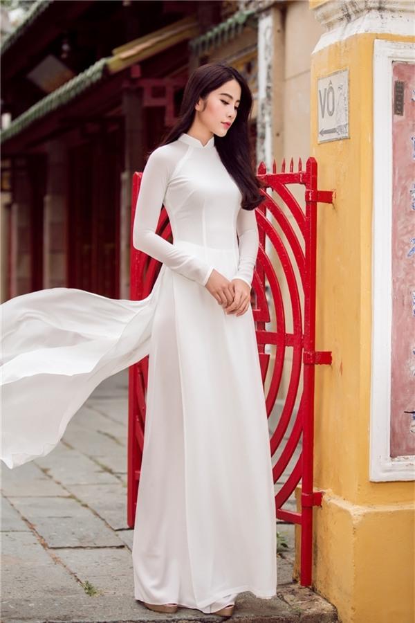Thường xuyên được các nhà thiết kế thời trang tin tưởng và đánh giá cao, Nam Em trở thành cảm hứng để thực hiện những bộ sưu tập thời trang ấn tượng. Nam Em còn từng nhiều lần trở thành vedette các show thời trang của các nhà thiết kế. - Tin sao Viet - Tin tuc sao Viet - Scandal sao Viet - Tin tuc cua Sao - Tin cua Sao