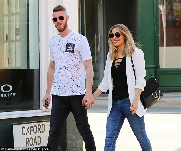 Bị Mourinho bỏ rơi, De Gea thảnh thơi dạo bước bên bạn gái thiên thần - Ảnh 3.