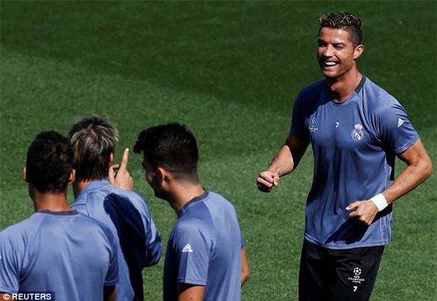 Ronaldo và đồng đội sành điệu trước bán kết lượt về Champions League - Ảnh 5.