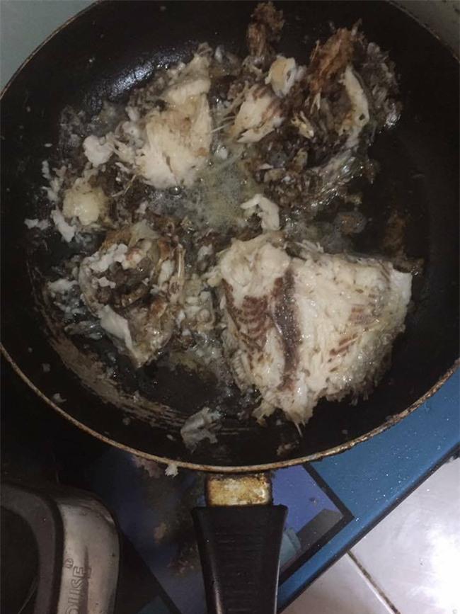 Dâu đảm ra mắt bằng món cá rán nát vụn như mì, mẹ chồng khen sắp làm đầu bếp được rồi - Ảnh 1.