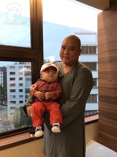 Bé Phạm Đức Lộc phục hồi diệu kỳ, não phát triển và chuẩn bị xuất viện tại Singapore - Ảnh 4.