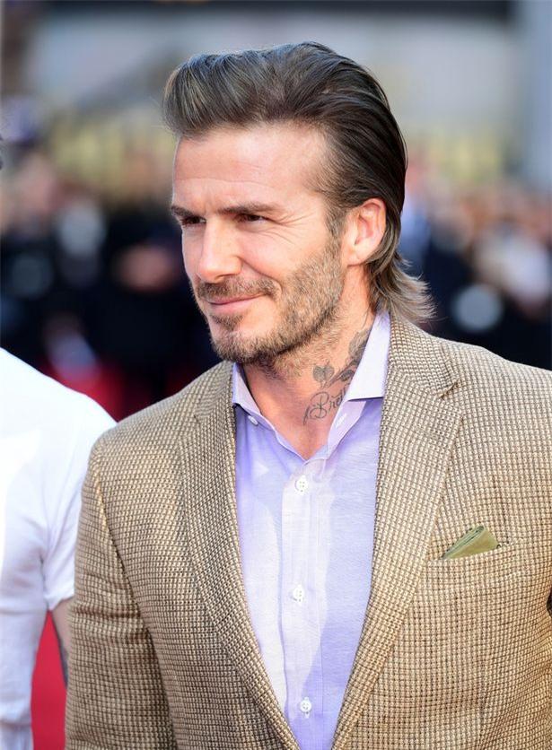 42 tuổi, David Beckham vẫn quá phong độ, làm lu mờ cả cậu con trai 18 trên thảm đỏ - Ảnh 3.