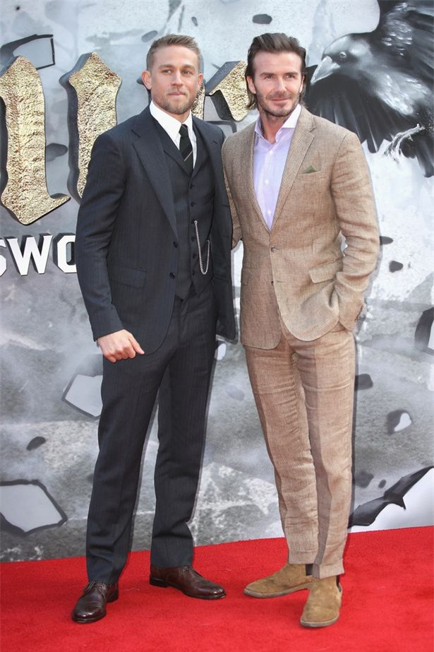 42 tuổi, David Beckham vẫn quá phong độ, làm lu mờ cả cậu con trai 18 trên thảm đỏ - Ảnh 6.