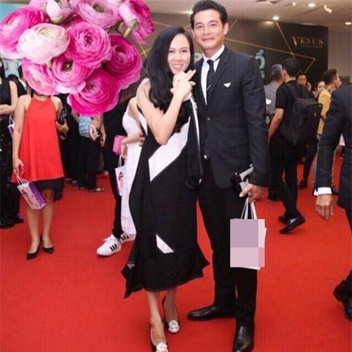 Nam diễn viên thường xuyên tháp tùng bạn gái tham dự các sự kiện của làng giải trí.