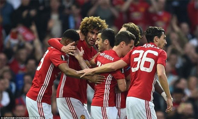 Mourinho ăn mừng như muốn khóc vì tấm vé chung kết - Ảnh 2.