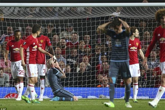 Mourinho ăn mừng như muốn khóc vì tấm vé chung kết - Ảnh 4.