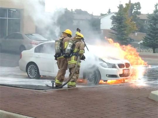 Bí ẩn loạt xe hơi BMW tự cháy khi đang đậu - Ảnh 2.