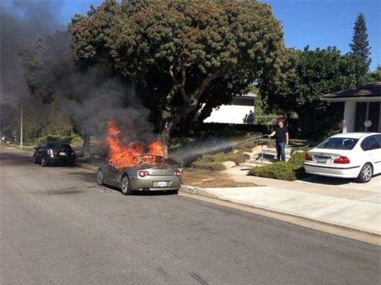 Bí ẩn loạt xe hơi BMW tự cháy khi đang đậu - Ảnh 3.