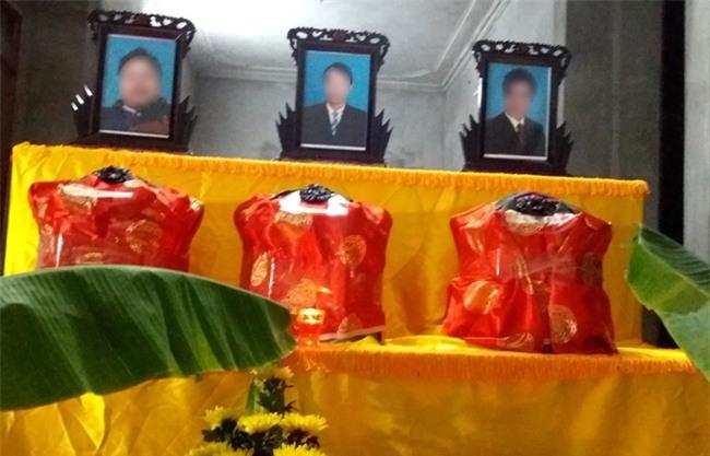 Xót xa lễ tang giữa đêm khuya của 3 anh em ruột tử vong ở Hải Dương - Ảnh 1.