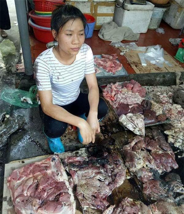 Vụ tạt dầu luyn vào thịt lợn ở Hải Phòng: Bước đầu xác định được người chủ mưu - Ảnh 3.