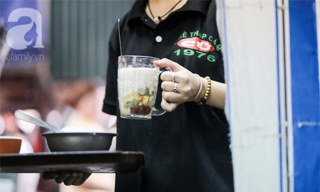 Quán chè Trần Hưng Đạo 40 năm nổi danh đắt đỏ, 45.000 đồng/cốc mà vẫn nườm nượp khách - Ảnh 8.
