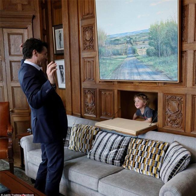 Thủ tướng điển trai của Canada lại khiến chị em đổ rạp vì loạt ảnh mới bên cạnh con trai đáng yêu - Ảnh 3.