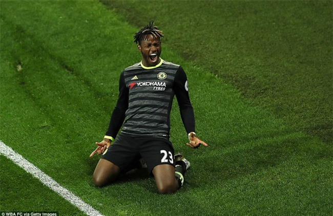 1001 kiểu ăn mừng quậy banh nóc của Chelsea khi lên ngôi vô địch - Ảnh 4.