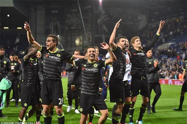 1001 kiểu ăn mừng quậy banh nóc của Chelsea khi lên ngôi vô địch - Ảnh 7.