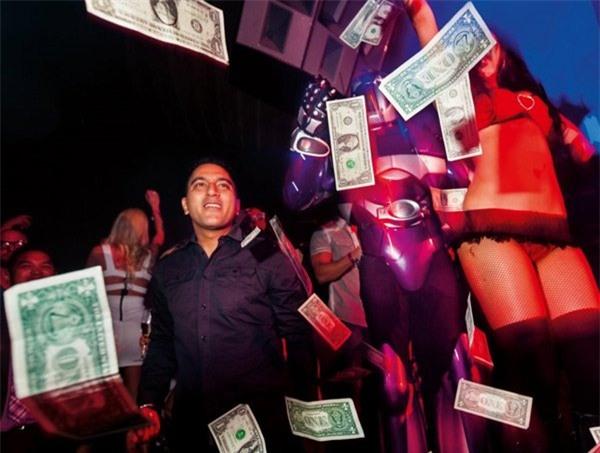 giới nhà giàu, giới siêu giàu, nhà giàu ăn chơi, nhà giàu