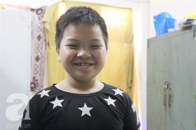 Bé trai 9 tuổi đi lạc 3 ngày, mẹ bận đi làm không đến đón, dì lên nhận thay nhưng không được - Ảnh 2.