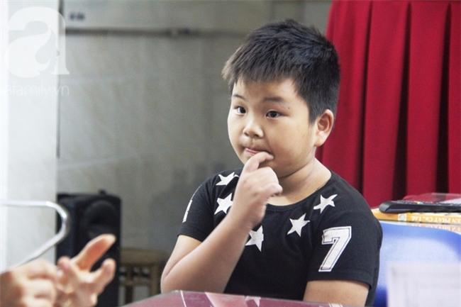 Bé trai 9 tuổi đi lạc 3 ngày, mẹ bận đi làm không đến đón, dì lên nhận thay nhưng không được - Ảnh 6.
