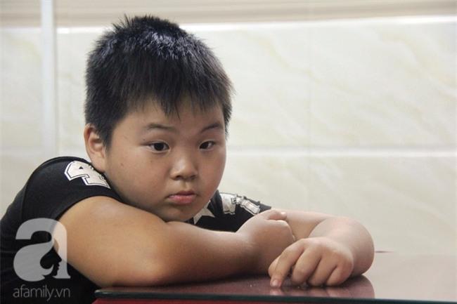 Bé trai 9 tuổi đi lạc 3 ngày, mẹ bận đi làm không đến đón, dì lên nhận thay nhưng không được - Ảnh 9.
