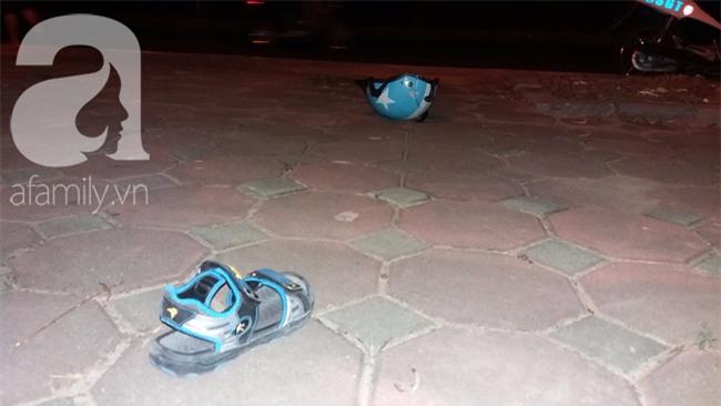 Hà Nội: Xe ô tô điên tông hàng loạt xe máy, xe đạp khiến ít nhất 5 người nhập viện - Ảnh 1.