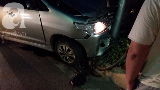 Hà Nội: Xe ô tô điên tông hàng loạt xe máy, xe đạp khiến ít nhất 5 người nhập viện - Ảnh 6.
