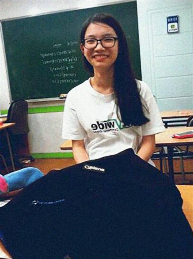Tìm thấy thi thể nữ sinh 17 tuổi trong bi kịch chìm phà Sewol, số người mất tích giảm xuống 8 - Ảnh 2.