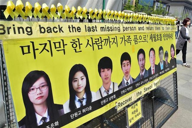 Tìm thấy thi thể nữ sinh 17 tuổi trong bi kịch chìm phà Sewol, số người mất tích giảm xuống 8 - Ảnh 7.