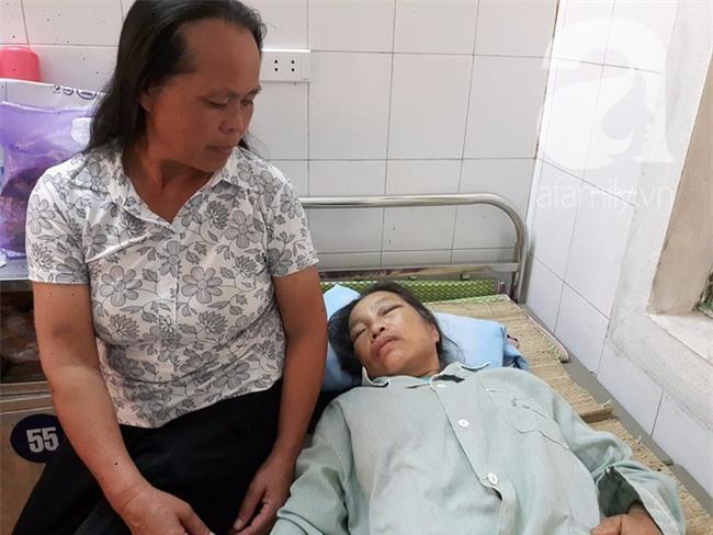 Hà Nội: Bà lão gần 70 tuổi bị em trai dùng xẻng tấn công khiến nhập viện cấp cứu - Ảnh 1.