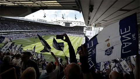 Bầu không khí tưng bừng trên sân White Hart Lane