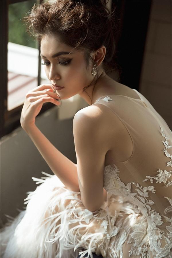 Á hậu Thuỳ Dung diện váy xuyên thấu, khoe vai trần gợi cảm