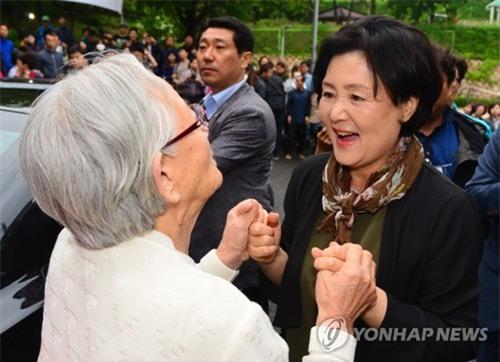 Ê kíp ưa nhìn quanh tân tổng thống Hàn Quốc - Ảnh 6.